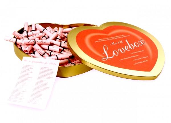 Die Me4U-Lovebox ist eine Herzbox mit 52 Losen zum Selbstbeschriften. So ist gesichert, dass Dein Partner nur mit den Dingen überrascht wird, die ihm auch tatsächlich Spaß machen!