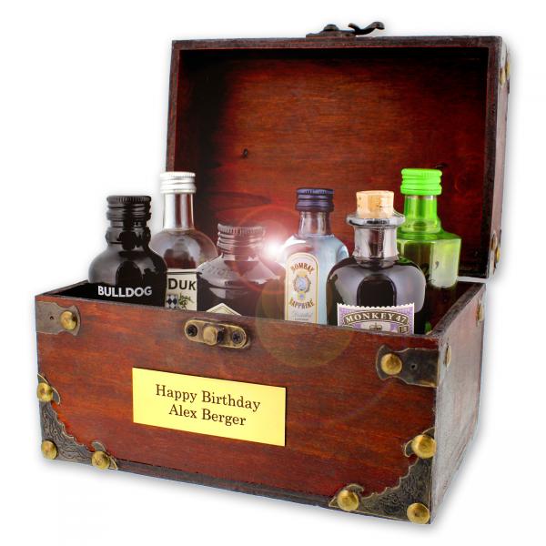 Die Famous Gin-Collection macht ihrem Namen alle Ehre: sechs ausgesuchte geschmackvolle Ginsorten versprechen aromatischen Hochgenuss vom Feinsten!