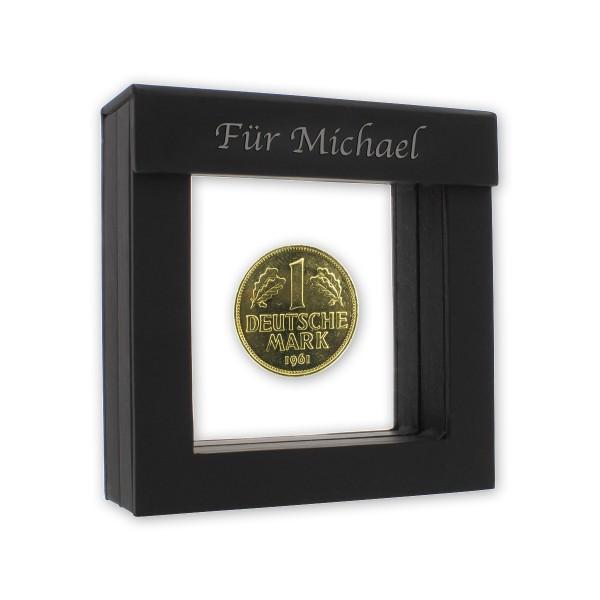 Verschenke eine original deutsche Münze, vergoldet, präsentiert im mattschwarzen Silikonmembran-Rahmenetui mit Magnetöffnung!