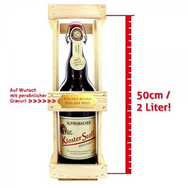 Verschenke eine tolle XXL-Bügelflasche mit 2 Litern Alpirsbacher Klosterstoff-Bier, eingelegt in einer schmucken Holzkiste, die wir auf Wunsch für Dich gravieren!