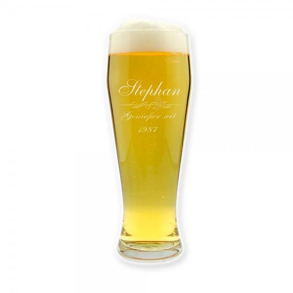 Das personalisierte Weizenbierglas trägt ein originelles Genießer-seit-Emblem und wird mit Vorname und Geburtsjahr des Beschenkten graviert!